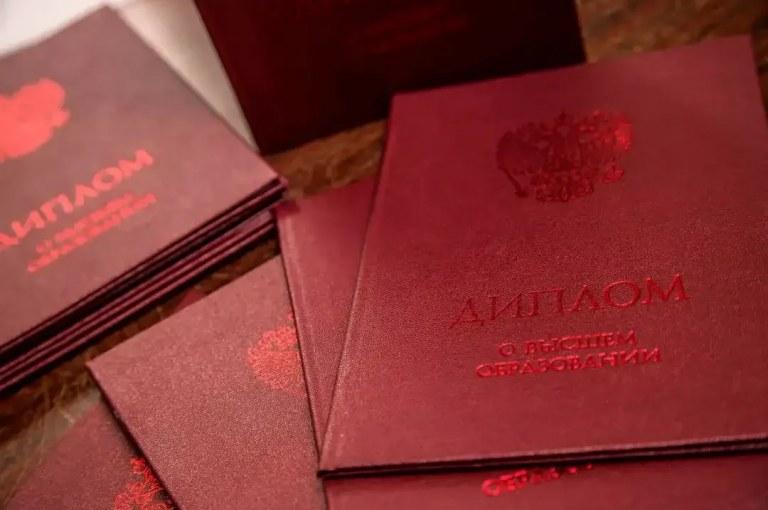 Сколько четверок может быть в красном дипломе